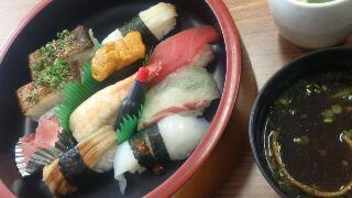 お昼に寿司を
