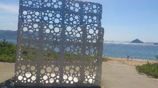 穴の空いた椅子